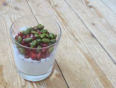 Joghurt mit Granatapfel und Pistazie - http://barbaras-spielwiese.blogspot.de/2014/10/joghurt-mit-granatapfel-und-pistazie.html