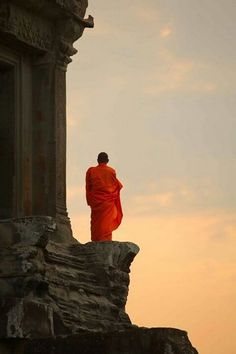 Cambodian monk at Angkor Watt by Roland Novitsky Religion, Into The West, Buddha Art, Buddhist Monk, Photos Voyages, Angkor, The Last Airbender, People Around The World, Belle Photo