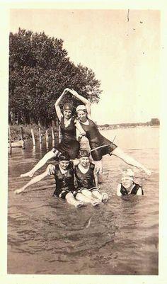 Vintage beach babes  I think the De Angelis girls