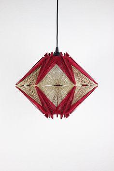 Luminária Kin Marsala   Design Kiiro Nirmana 3d, Marsala, Home Lighting Design, Wooden Lamp, Pendant Light Fixtures, Mid Century Furniture, Home Decor Wall Art, String Art, Furniture Making