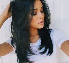 Coiffures noires pour cheveux mi-longs