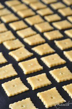 Σπιτικά κρακεράκια τυριού / Homemade cheese crackers Healthy Snaks, Chocolate Deserts, Snack Recipes, Cooking Recipes, Cheese Biscuits, Greek Recipes, Party Snacks, Cooking Time, Finger Foods