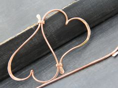Infinity hearts hair slide with slick, fluid look. Copper wire has been hand shaped, hammered and polished. Larger slide is about 4 or 10 cm long and good for medium to thicker hair. Smaller, 3 or 7.5 cm long slide is good for thin to medium hair or partial holds. Smaller slide can