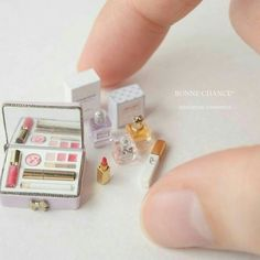 Miniature Cosmetics ♡ ♡By Bonne Chance Doll Crafts, Diy Doll, Cute Crafts, Miniature Crafts, Miniature Dolls, Mini Choses, Accessoires Barbie, Barbie Doll Accessories, Mini Makeup