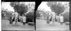 Archivo: RUIZ VERNACCI. Título: [Mujer y niños montados en un burro]. Fecha de la toma: Entre 1910 y 1950. Cortesía: CC BY-NC-ND Instituto del Patrimonio Cultural de España, Ministerio de Educación, Cultura y Deporte de España.
