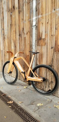 Motorcycle Tips & Ideas Wooden Bicycle, Wood Bike, Velo Design, Bicycle Design, Chopper, Wedding Fail, Motorcycle Tips, Lose Lower Belly Fat, Bike News