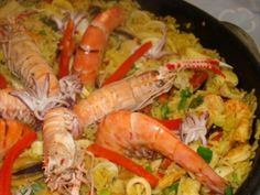 Paella de Frutos do Mar Shrimp Recipes, Rice Recipes, Cooking Recipes, Seafood Pasta, Fish And Seafood, Food For Thought, Homemade Fish And Chips, Portuguese Recipes, Food Inspiration