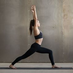 What Yoga Poses Do. Superb Suggestions With regards to Yoga Conditioning That One Can Use. Yoga Handstand, Bikram Yoga, Basic Yoga Poses, Cool Yoga Poses, Yoga Tips, Senior Fitness, Yoga Fitness, Fitness Pics, Poirier Yoga