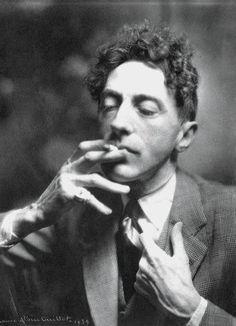 """Cocteau """"Il faut être un homme vivant et un artiste posthume'"""