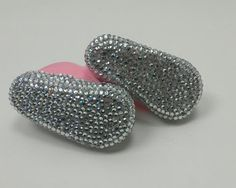 Tananaaaa tananana, she's got diamonds on the soles of her shoes. Awah, awah.