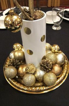 Polka dot centerpieces- This looks beautiful AND Christmas-y, which will be very close to your wedding :) #goldrateusa