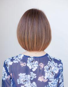 収まりの良い前下がりショートボブ(YK−209) | ヘアカタログ・髪型・ヘアスタイル|AFLOAT(アフロート)表参道・銀座・名古屋の美容室・美容院 Short Hair With Layers, Layered Hair, Cute Cuts, Bob Hairstyles, Floral Tops, Hair Beauty, Inverted Bob, Long Hair Styles, Women