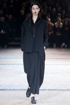 Yohji Yamamoto Fall 2016 Ready-to-Wear Collection Photos - Vogue