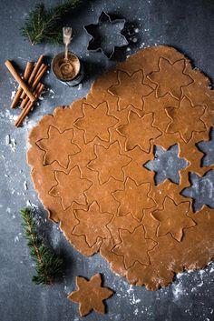 Gluteeniton lakritsipiparitaikina Nordic Christmas, Christmas Mood, White Christmas, Xmas, Gingerbread Cookies, Christmas Cookies, Best Sweets, Food Gifts, Christmas Inspiration