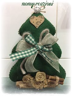 Merry Christmas To You, Rustic Christmas, Christmas Holidays, Christmas Projects, Felt Crafts, Holiday Crafts, Felt Christmas Decorations, Felt Christmas Ornaments, Creative Homemade Gifts