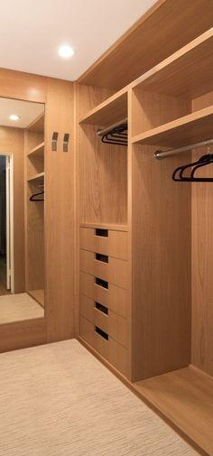 Amei esse closet nesse tom amadeirado**