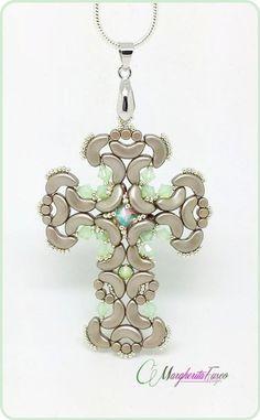 Patrón de cruz colgante gótico. Tutorial PDF con granos de