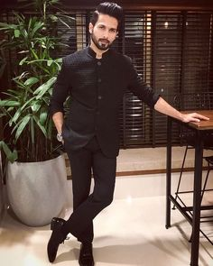 Indian men fashion - Shahid Kapoor has an important message for those objecting to Padmavati Mens Indian Wear, Indian Groom Wear, Mens Ethnic Wear, Indian Men Fashion, Indian Man, Mens Fashion Suits, India Fashion Men, Fashion Wear, Wedding Dresses Men Indian