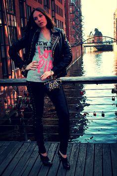 Biker Jacket Versace For H&M, Minibag Versace For H&M, Giorgio Armani High Heels, Bracelet Versace For H&M, Victoria's Secret Pink T Shirt, Pants Leather Isabel Marant For H&M