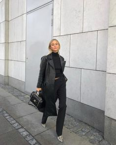 fall outfits women style inspiration simple, fall outfits women casual fashion ideas street styles, all black outfit idea, black monochrome outfit, Work Fashion, New Fashion, Trendy Fashion, Fashion Black, Street Fashion, Fashion Brands, Mode Outfits, Fashion Outfits, Fashion Ideas