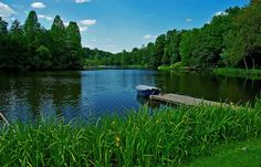 Naherholung mit viel Grün, ...  ist der Deutsch Französische Garten in Saarbrücken. Wer will, kann ja mehrfach um den See spazieren. Egal bei welchem Wetter. :-)