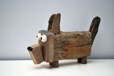 DOG compleet made of drift Wood Wooden Art, Wooden Crafts, Diy And Crafts, Kids Crafts, Driftwood Sculpture, Driftwood Art, Garden Sculpture, Driftwood Projects, Wood Animal