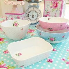 I will always have a place in my heart for sweet liitle home items - pastel kitchen bake ware Sillas Shabby Chic, Camas Shabby Chic, Cozinha Shabby Chic, Interiores Shabby Chic, Cottage Shabby Chic, Shabby Chic Apartment, Shabby Chic Porch, Modern Shabby Chic, Shabby Chic Vanity