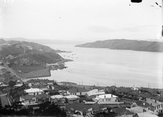 Looking over the streets and houses of Kilbirnie, Wellington, showing Evans Bay on the right. Houses on Naughton Terrace are in the foreground. Old Pictures, Old Photos, Wellington New Zealand, Maori People, The Hutt, British Isles, What Is Like, Homeland, Paris Skyline