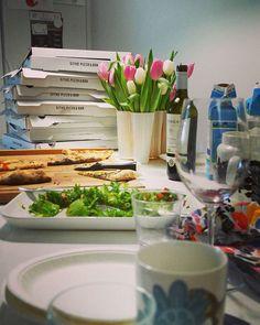Tänään shoppailtiin taas vaatteita ja vedettiin navat täyteen pizzaa. Moni vieras oli sekä Foodora- että @sitkopizzabar-noviisi, mutta kumpikin teki vaikutuksen. Ja hitto miten kätevää, vielä kun saisi juhliin viinitkin kotiinkuljetuksella, niin ei tarvitsisi poistua kotoa ollenkaan! nosh.fi/vaatekutsut  #foodora #foodoratampere #saatubloginkautta #noshorganics #noshkutsut #emmisuosittelee @noshorganics #pizza #party