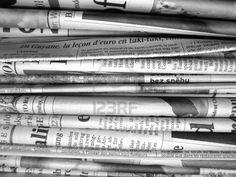 1° luglio 2009. Sul giornale aperto, la foto in prima pagina di un letto d'ospedale, e la testa coperta di bende di Scheffer, con i tubi nel naso e in bocca. Coma. Due giornalisti indipendenti, Louis Scheffer e Pierre Vasquez, violentemente malmenati a Parigi.