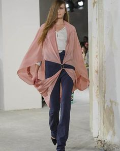 My absolute favorite look from this Berlin Fashion Week came courtesy of Michael Sontag. As always his designs are meant to be experienced live and moving - #MBFWB #MichaelSontag #Fashion