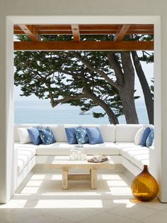 Love the huge sofa banquette in this outdoor space.