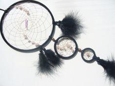 Rosenquarz im schwarzen Traumfänger von TRAUMnetz.com     ** Traumfänger  u.v.m.  ** auf DaWanda.com