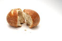 Ottimi panini da accompagnare con la marmellata. La ricetta per fare il pane pi semplice che abbiate mai fatto.