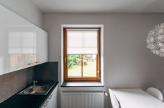 Grey HONEYCOMB strip mini roller blind by MOTIVO. Simple and beautiful.