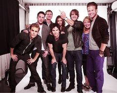 The vampire diaries cast with Julie Plec