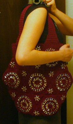 Pop Tab Purse - this one has a little tutorial on how to crochet with pop tabs