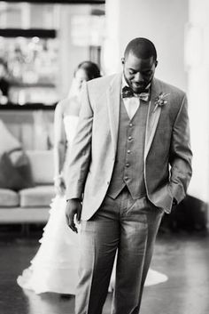 Emotional First Glance Meeting... | Photo: Project Duo Photography