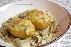 """750g vous propose la recette """"Pommes de terre farcies au lard et Reblochon, champignons à la crème"""" notée 4.5/5 par 117 votants."""