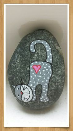50 Amazing Painted Rocks Houses Ideas You'll Love Painted Rock Animals, Painted Rocks Craft, Hand Painted Rocks, Painted Stones, Pebble Painting, Pebble Art, Stone Painting, Stone Crafts, Rock Crafts