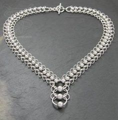 Love this chainmaille necklace design - beads and chain, need to try this!:
