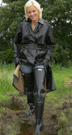 Nurse Candy Rakowski in a black rubber raincoat & waders. Wellies Boots, Rain Boots, Rubber Raincoats, Country Wear, Leder Outfits, Thigh High Boots Heels, Rain Gear, Hooded Raincoat, Black Raincoat