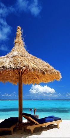 Não há lugar melhor para relaxar que uma sombra aliada ao sussurrar das ondas…