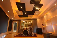 Love the lighting and the ceiling of this studio!