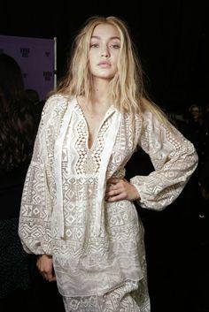 "Jelena Noura ""Gigi"" Hadid (born April is an American fashion model and TV personality. Hippie Chic, Bohemian Style, Boho Chic, Bikini Fashion, Boho Fashion, Fashion Beauty, Womens Fashion, Fashion Dresses, Gigi Hadid Style"