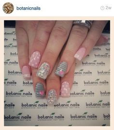 Botanic nails pink, gray, lines, glitter – Watch out Ladies Shellac Nails, Pink Nails, Stiletto Nails, Acrylic Nails, Gray Nails, Neutral Nails, Glitter Nails, Pretty Nail Designs, Nail Art Designs