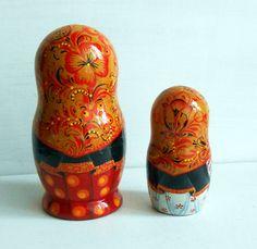 "Set of 2 puppets a tall #matryoshka dolls largest 3.15"" (8 cm). Traditionally Russian souvenir matryoshka it is a fun gift. As all of our souvenirs, this nesting dolls one i... #khokhloma #handmade #babushka"
