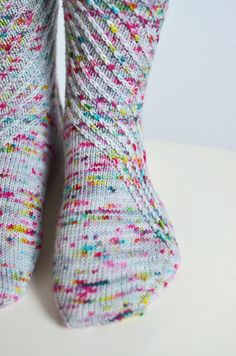 There's no denying it, the speckled yarn hype has taken over the knitting world and most of us have succumbed to some serious stash enhancement with these speckled beauties. Not only are they a pleasure to behold when skeined up, knitted up they give us out of this world projects. Socks are no exception to this …