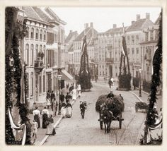 Breda Boschstraat, versiering bezoek Emma en Wilhelmina in 1894.