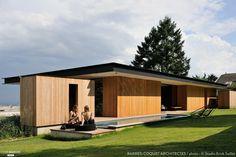 Une maison avec bardage en bois
